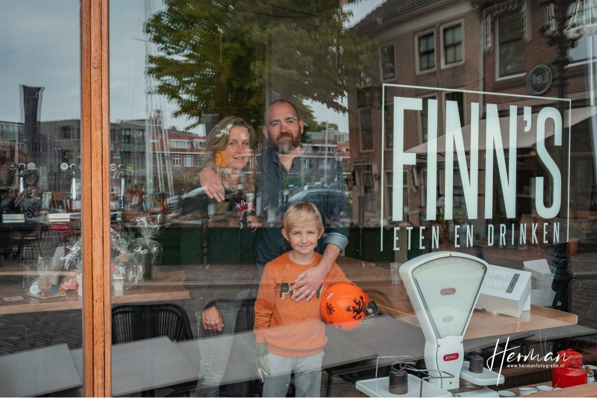 In Dordrecht gratis op de foto - 3 May - Glashelder Herman - 1