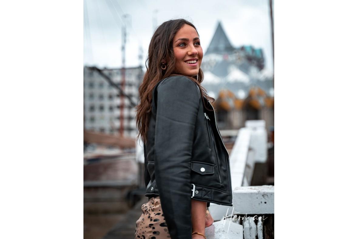 Portret fotoshoot met Roos - Voor het potlood in Rotterdam